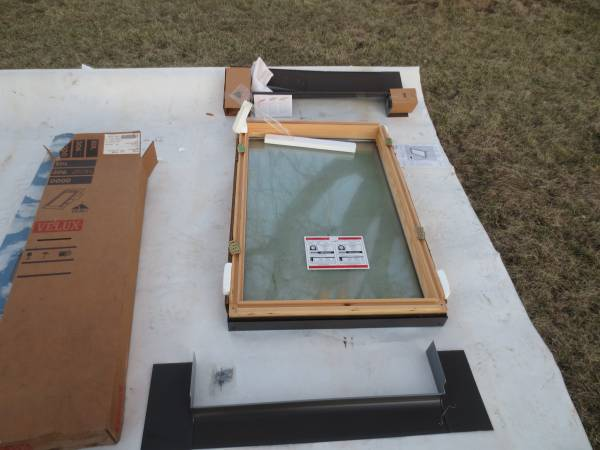Photo Velux Fixed Deck Mount Skylight FS 306 30 x 46 - $225 (Chaign County, IL)