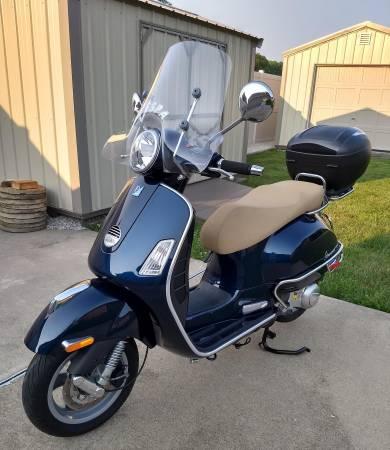 Photo Vespa Scooter GTS 300ie - $4,800 (Glenarm)