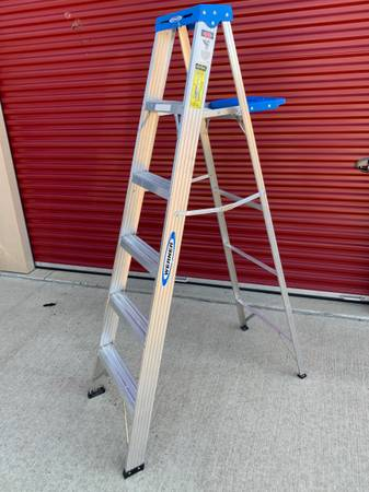 Photo WERNER 6 ft. Aluminum Step Ladder with 250 lb. Load Capacity Type I - $45 (Chaign)