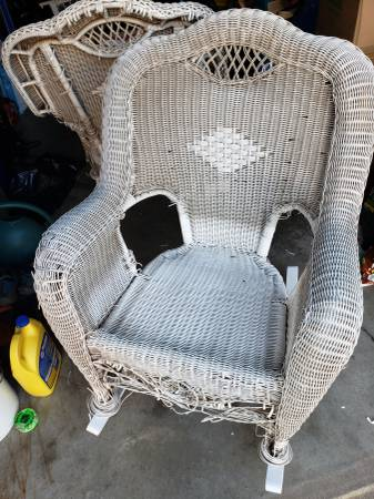 Photo WHITE WICKER ROCKERS LOT OF 2 - $60 (Danville)