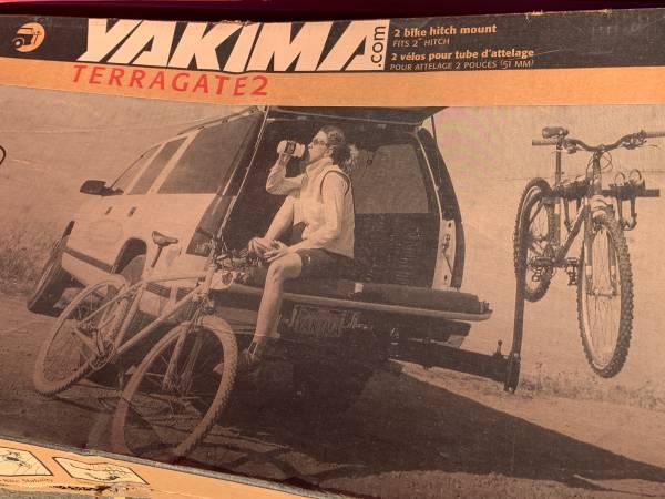 Photo YAKIMA TERRAGATE 2-4 BIKE Swing Away Hitch Rack - $175 (Chaign)