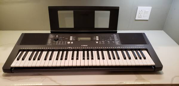 Photo Yamaha PSR-E363 digital keyboard - $110 (Chaign)