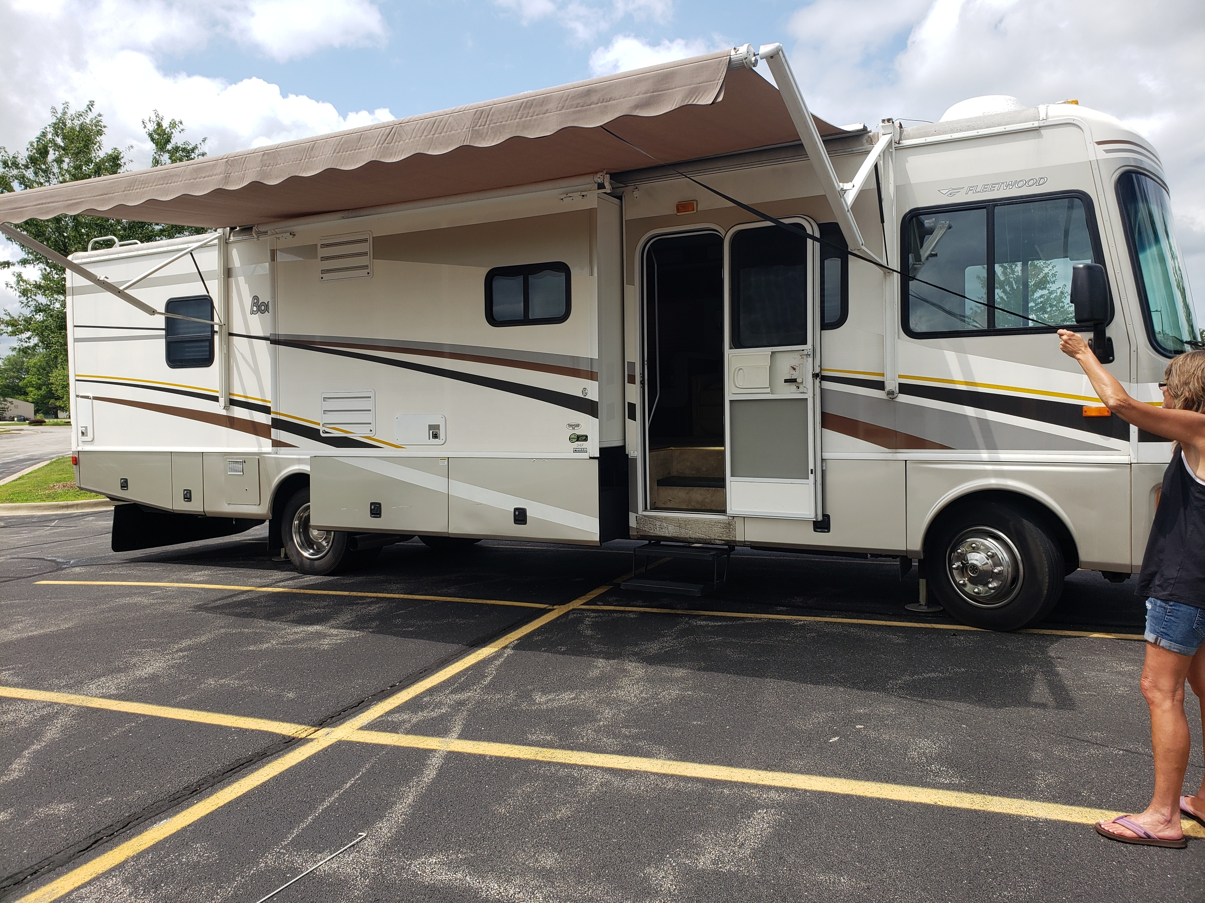 Photo Used 2005 Fleetwood Class A RV  $38000