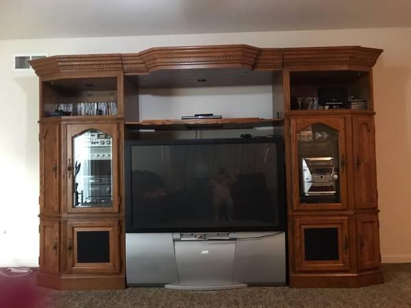 Photo large wood entertainment center  TV - $325 (boulder ridge)