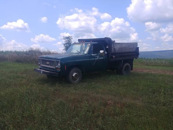 Photo 1975 chevy c30 dump truck - $4,800 (Chambersburg)