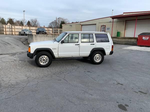 Photo 1994 Jeep Cherokee 4x4 - $2250 (Waynesboro PA)