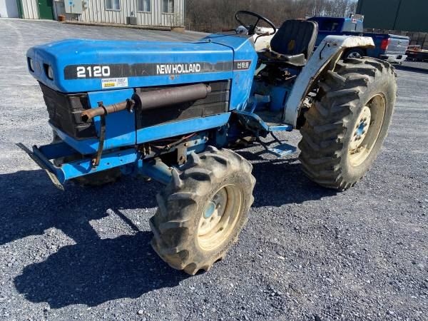 Photo 1997 Ford New Holland 2120 Diesel Farm Tractor 4x4, PS, Shuttle - $6500 (Biglerville)