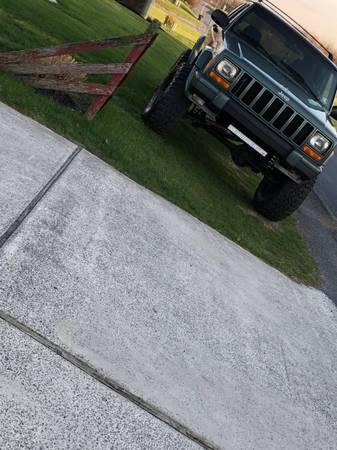 Photo 2000 Jeep Cherokee XJ - $8,000 (Fayetteville)