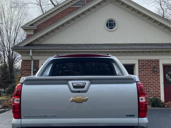 Photo 2011 Chevy avalanche - $19,500 (Carlisle PA)