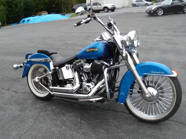 Photo 2017 HARLEY-DAVIDSON FLSTC quot HERITAGE SOFTAILquot 2475 MILES LOADED - $16,995 (BROWNSTOWN PA)