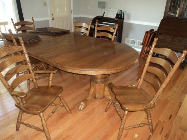 Photo 54quot Round Oak Reproduction Dining Tabel - $1,500 (Waynesboro, PA)