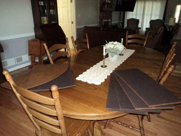 Photo 54quot Round Oak Reproduction Dining Tabel - $1,045 (Waynesboro, PA)
