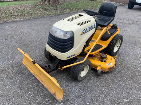 Photo Cub Cadet GT1554 Garden Tractor with Snowplow - $750 (Fairfield)