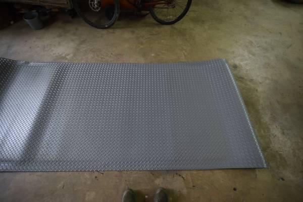 Photo Diamond plate matting - $1 (CHAMBERSBURG)