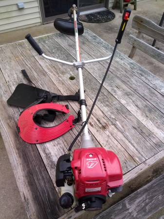 Photo Honda 4cycle String Trimmer  Weed eater  Brush cutter HHT35S - $200 (Orrstown)
