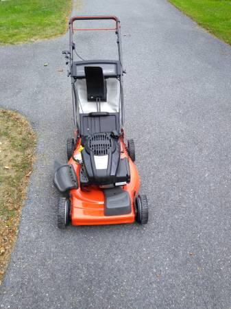 Photo Husqvarna XT722FE 3in1 Electric start mower - $150 (Orrstown)