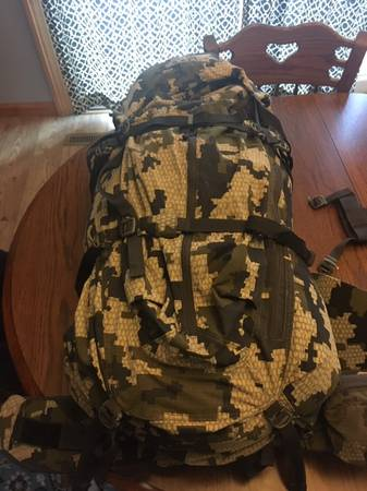 Photo KUIU HUNTING PACK - $260 (CHAMBERSBURG)