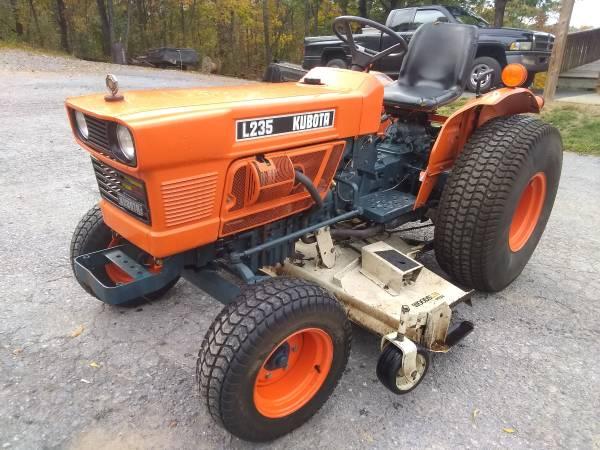 Photo Kubota L235 Compact Garden Utility Tractor w 539 Belly Mower 2WD - $3,800 (Waynesboro, PA)