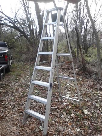 Photo Louisville 8 ft. Aluminum Step Ladder - $55 (Waynesboro, PA)