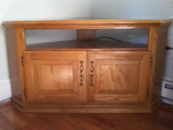 Photo Oak Corner TV Stand - $50 (Waynesboro)