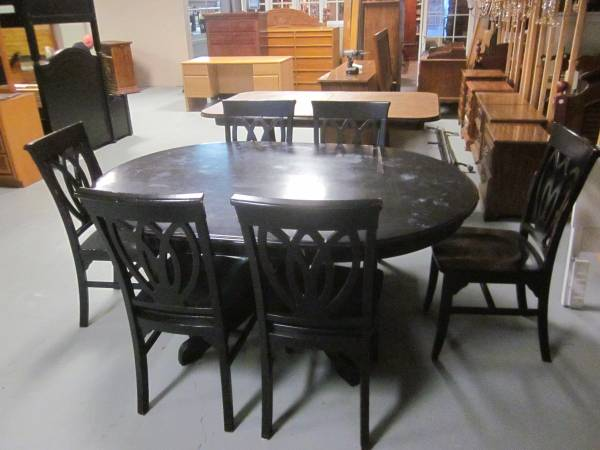 Photo Pier One solid wood pedestal dining table and 6 matching chairs - $255 (Hagerstown)