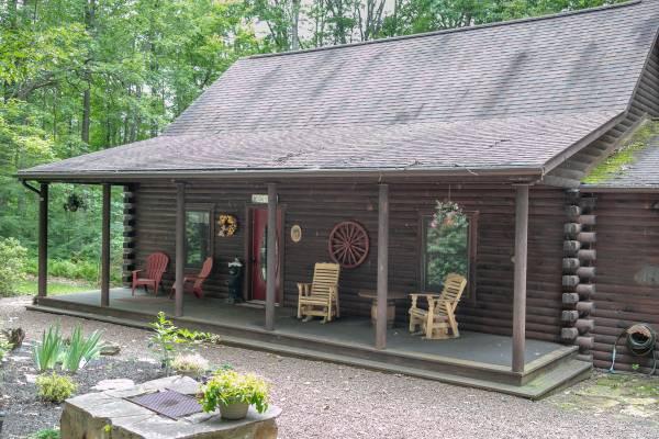 Photo Vacation home in Deep Creek Custom Log Cabin on 1.71 Acres- Oakland (Deep Creek Lake)