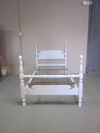 Photo White Twin Size Bed - $155 (Hagerstown)