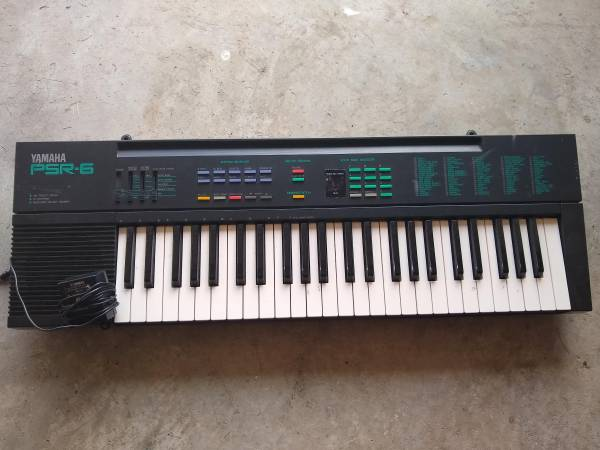 Photo Yamaha PSR-6 Keyboard - $45