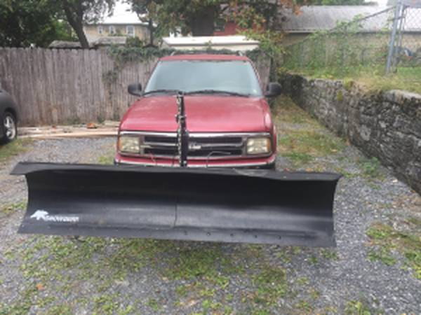Photo chevy blazer 4x4 ----- snowplow - $2,700 (Chambersburg Pa)