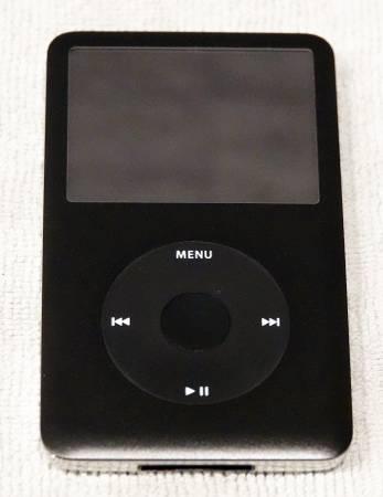 Photo iPod Classic 80 GB Model 1238 (with optional iMainGo2 speaker case). - $60 (Lake Frederick)