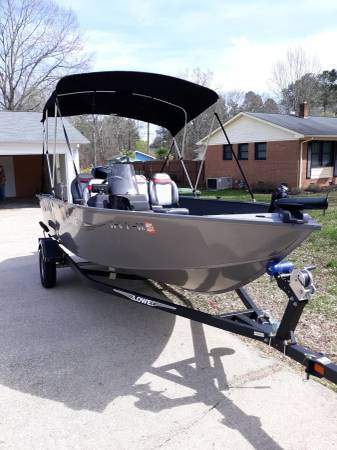 Photo 16 ft. Lowe boat - $15,600 (Lancaster)