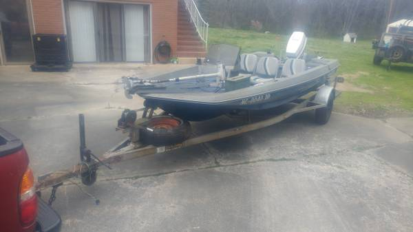 Photo 16 ft. boat with 50 hp. Johnson - $2000 (Concord NC)