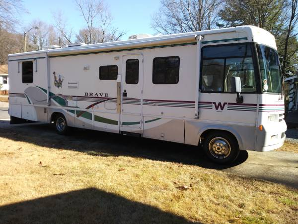Photo 1999 Winnebago limited edition with slide out 34 feet - $13500 (Charlotte)