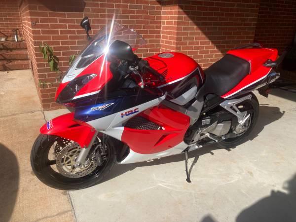 Photo 2002 Honda VFR800 - $4,900 (Charlotte)