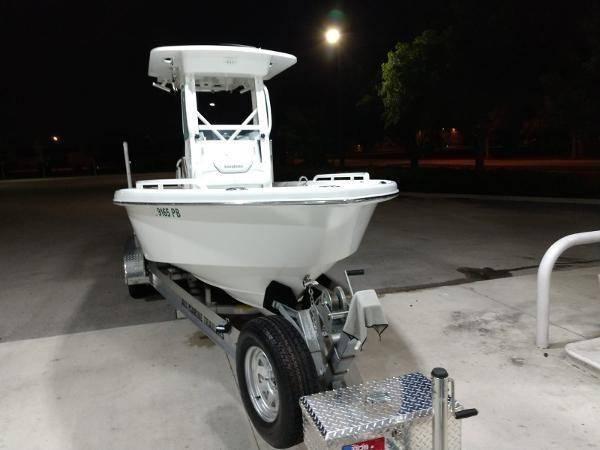 Photo 2010 Everglades 223 CC FISHING MACHINE Boat Lift Kept - $28,900