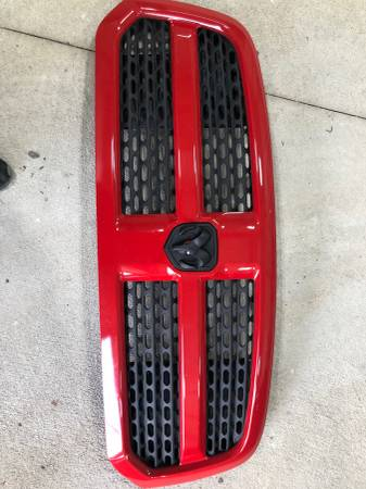 Photo 2014 Dodge Ram 1500 Laramie grill - $100