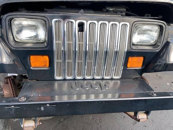 Photo 89-95 Jeep Wrangler YJ Grille - $100 (Gastonia)