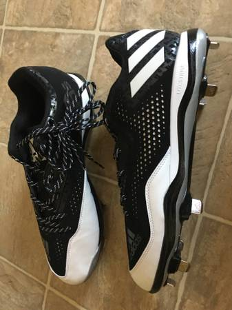 Photo Adidas Baseball Cleats - $45 (Fort Mill)