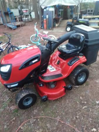 Photo Craftsman Riding Mower - $1200 (Charlotte)