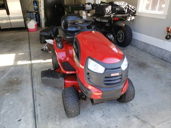 Photo Craftsman yt4000 42quot deck Riding Lawn Mower PRICE REDUCED - $600 (Fort Mill)