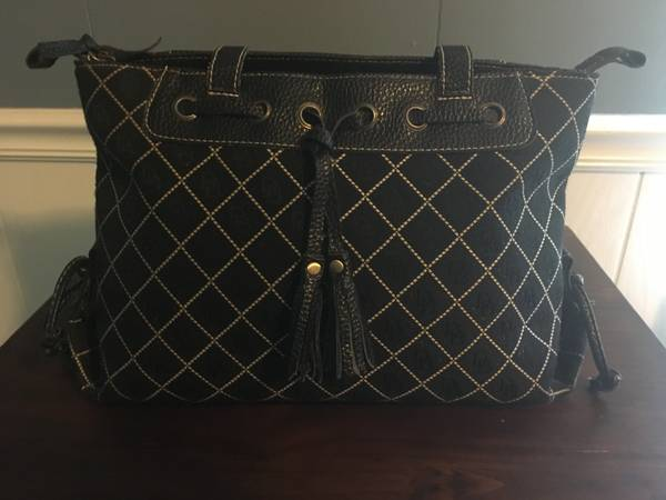 Photo Dooney and Bourke Purse - $30 (Monroe)