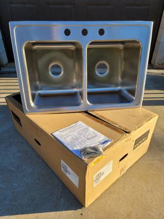 Photo Elkay Lustertone Stainless Steel Sink - $400 (Charlotte-Belmont)