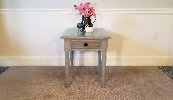 Photo Ethan Allen Solid Wood Gray End Table  Side Table w Drawer, Quality - $120 (Mint Hill  Matthews)