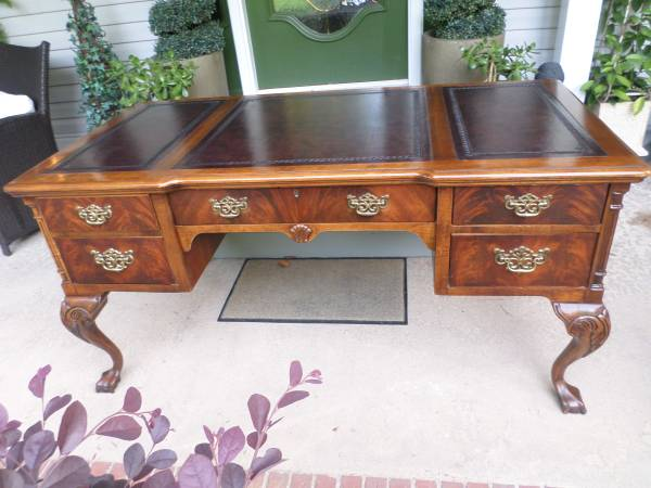 Photo Executive Ball and Claw Computer Desk made by Hekman - $880 (Gastonia)