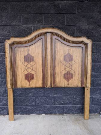 Photo French Country Style Arched Panel QUEEN Headboard w Rustic Antique... - $375 (DGastonia)