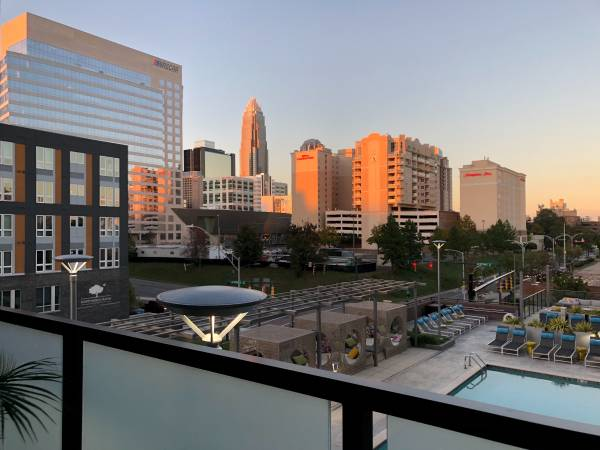 Photo Get $1500 to take over our 2 BR Uptown apartment lease, poolcity view (Uptown)