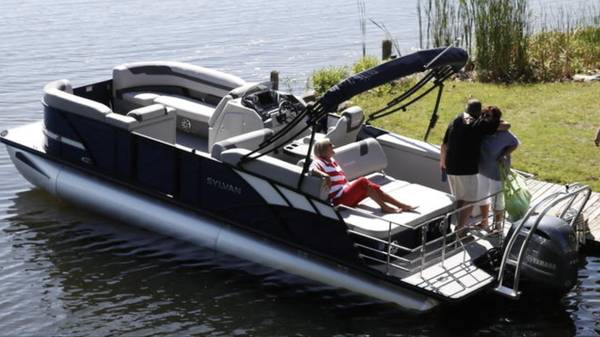 Photo Looking to buy a lightly used, newer model Sylvan pontoon boat - $1 (Mooresville NC)