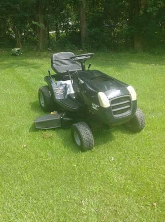 Photo Murray Riding Mower 40quot Cut 13.5 HP 5 speed - $525 (Charlotte)
