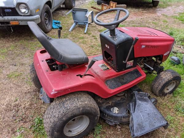 Photo Murray riding mower - $125 (Salisbury)
