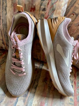 Photo New Brooks Levitate running shoes - $85 (Mooresville)